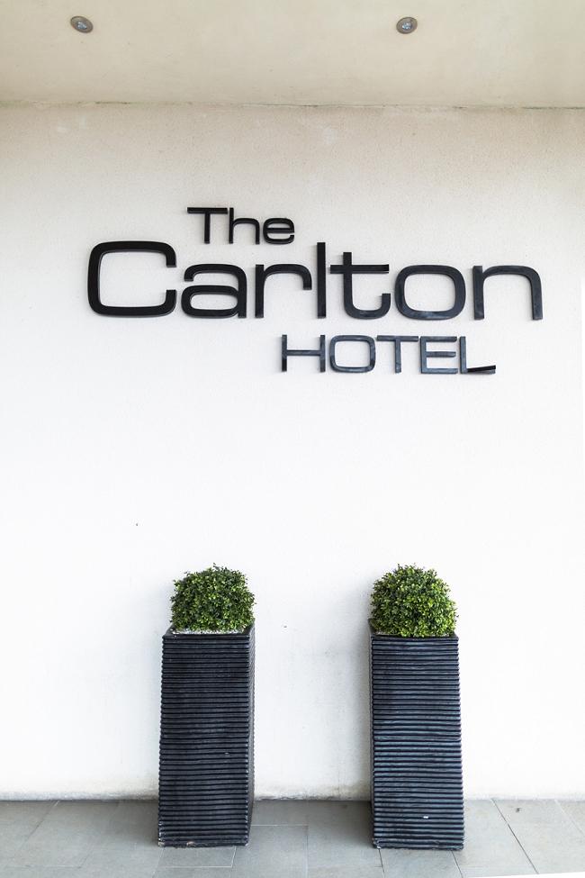 Carlton Hotel, Laura & Blair